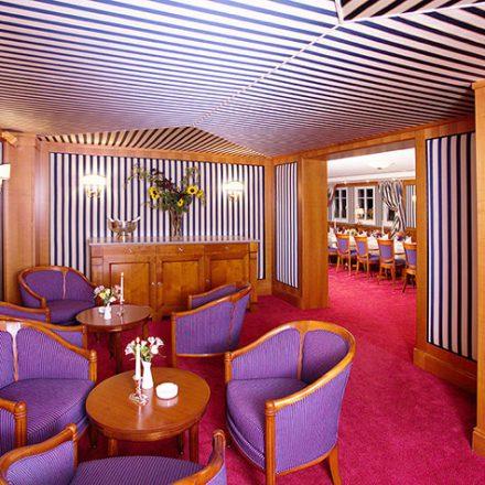 Wand- und Deckenbespannung Kaminzimmer Hotel Landwehrbräu